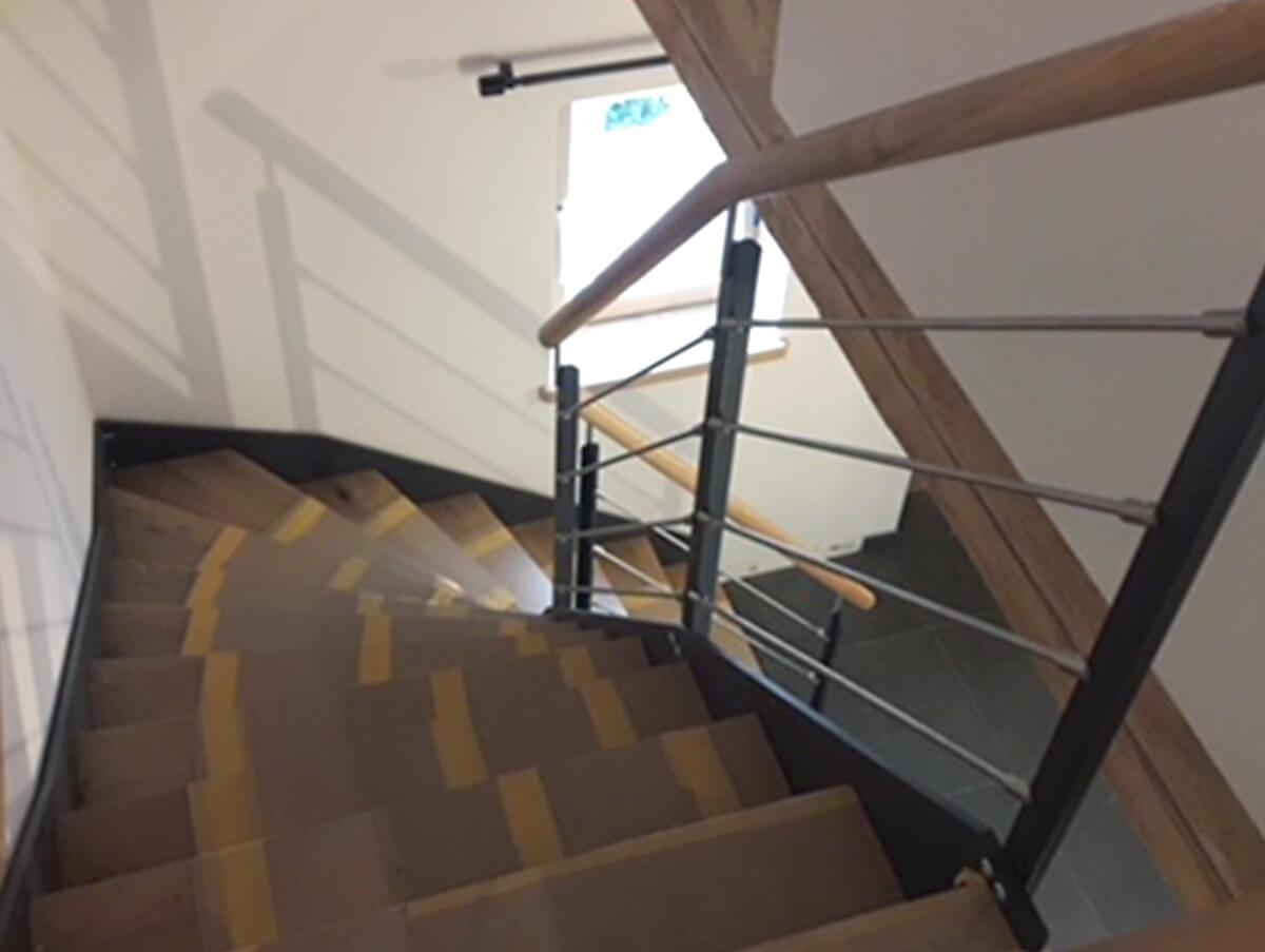 Holzbau Hoiss Innenausbau Stahl-Holztreppe